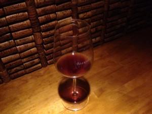 琥珀色に近い赤ワインですが、見た目と違う味わいでビックリ!