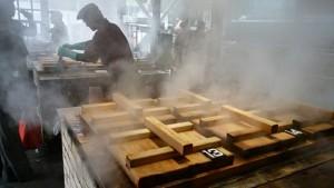 この蒸し釜に食材を入れて蒸し上げます